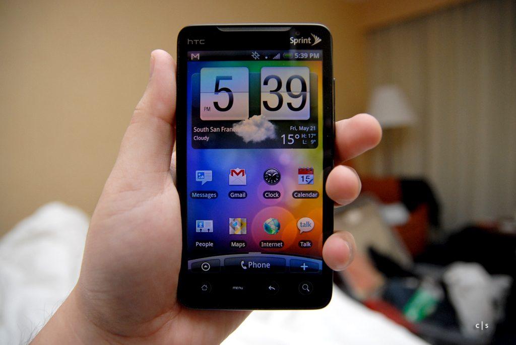 Un des tous premiers téléphones 4G. CC : Wikimedia Commons